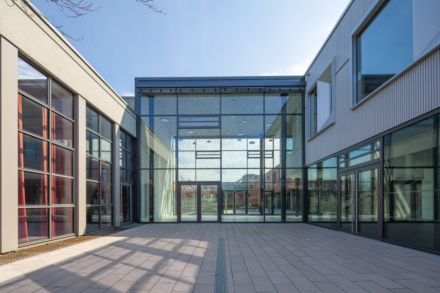 Glas Cube Eingangshalle Realschule Aspe